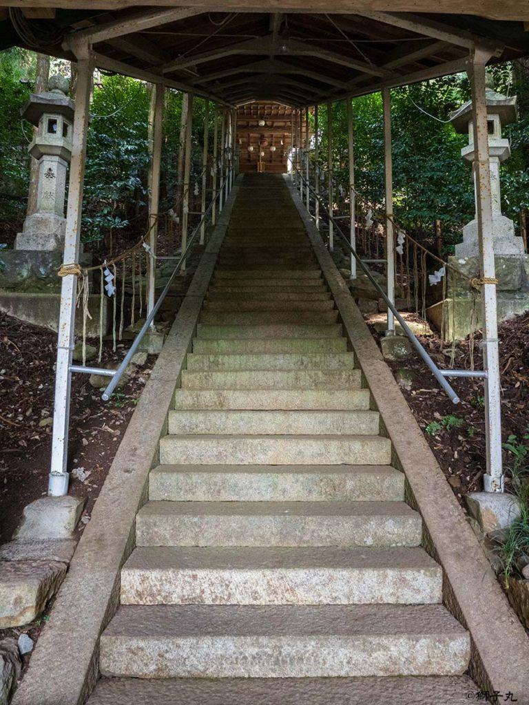 白山神社 岐阜県中津川市下野 屋根付き参道階段
