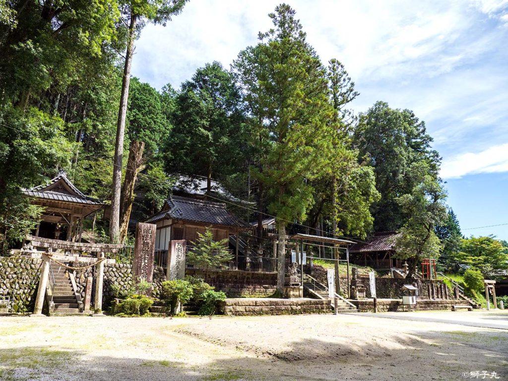 榊山神社 境内