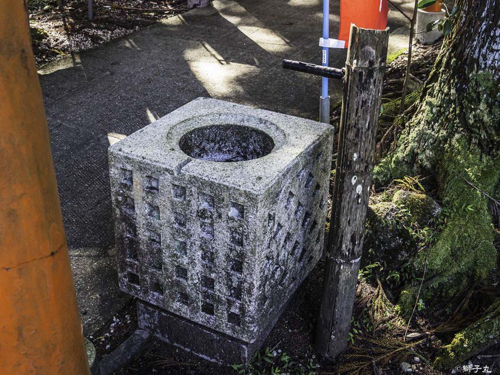 中山稲荷神社(岐阜県中津川市) 手水舎