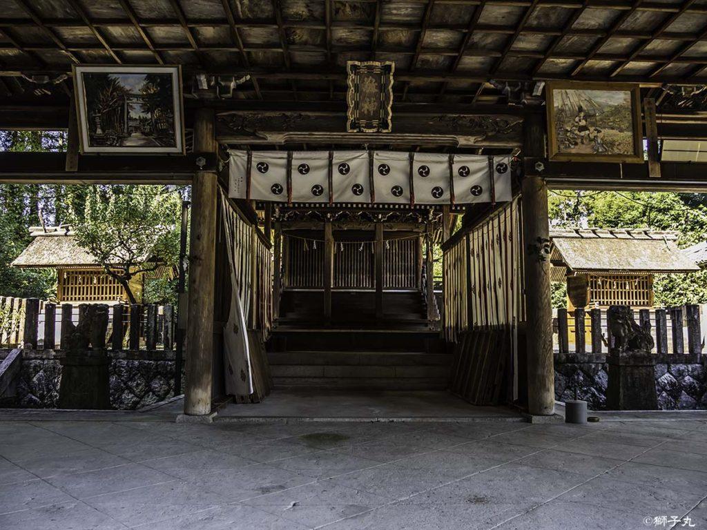 坂下神社 拝殿より本殿を望む