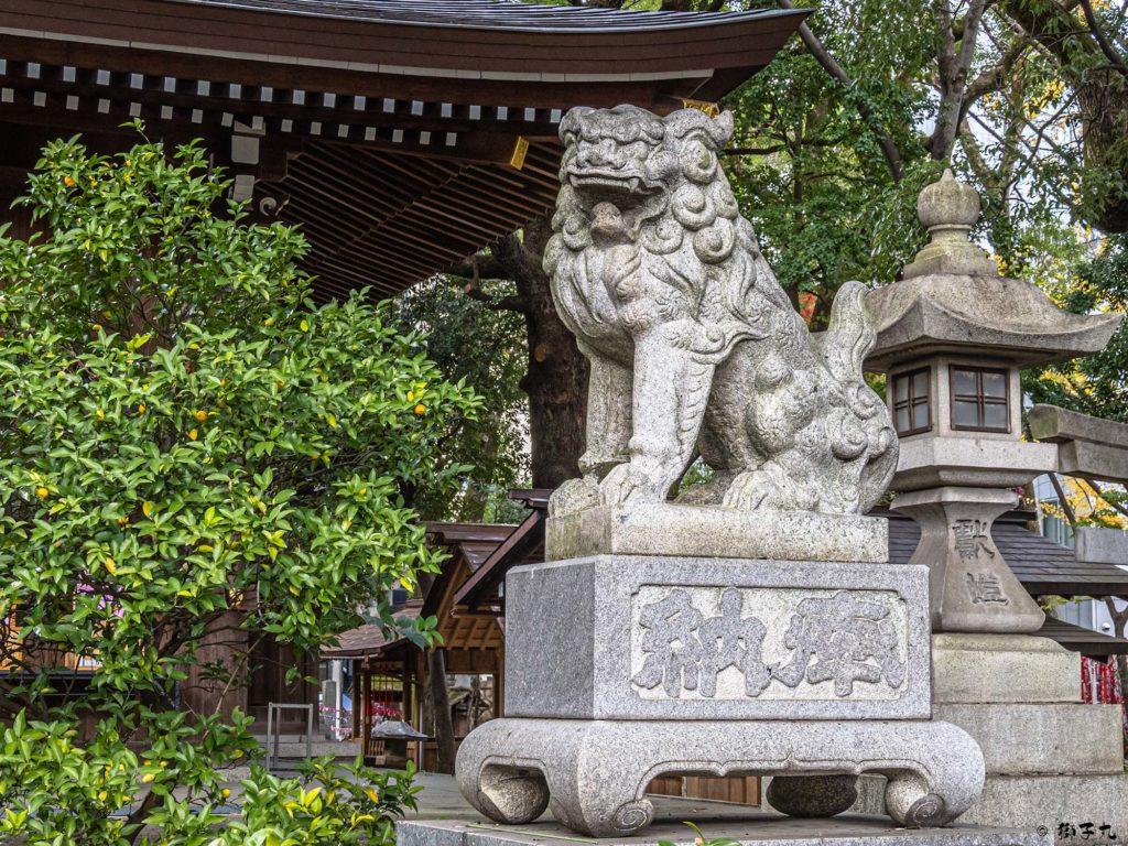 若宮八幡社(名古屋市中区) 拝殿前狛犬(阿形)