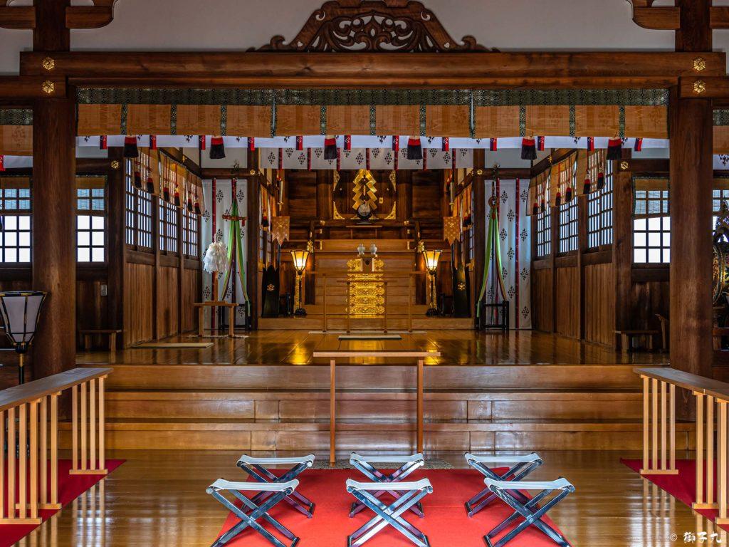 若宮八幡社(名古屋市中区) 拝殿より本殿を臨む