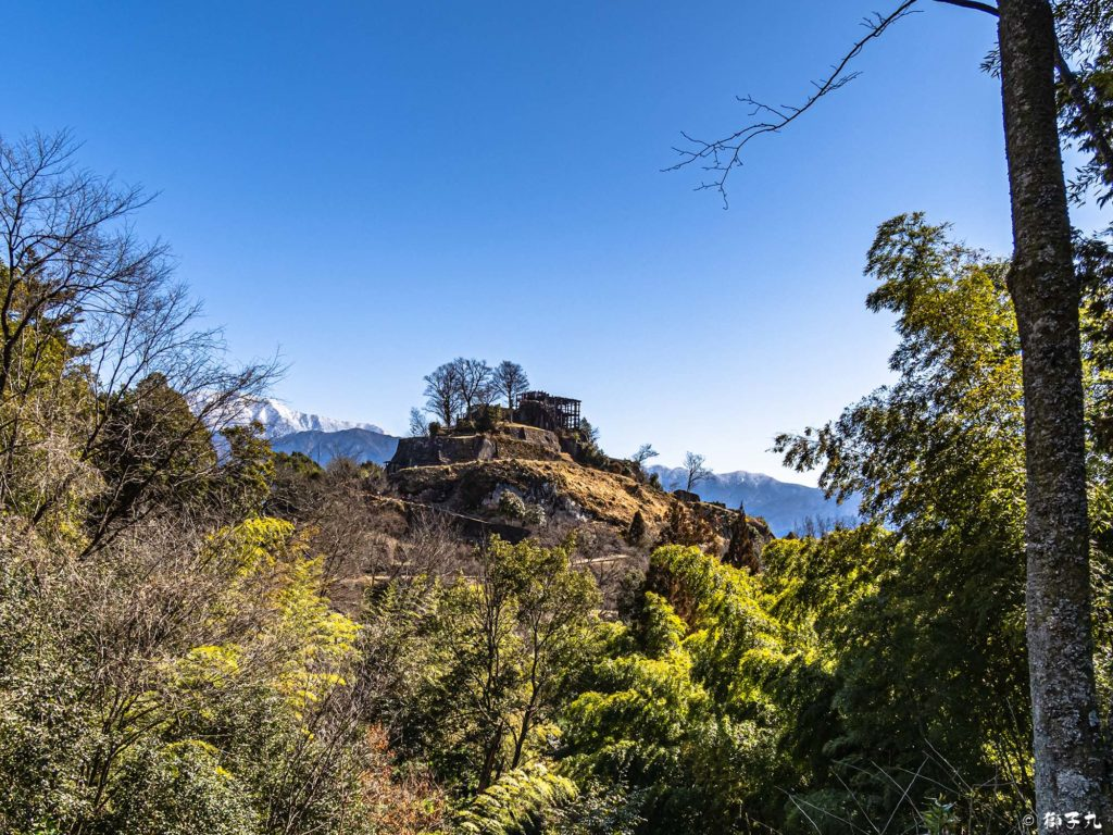 苗木城跡 足軽長屋跡から見た天守展望台