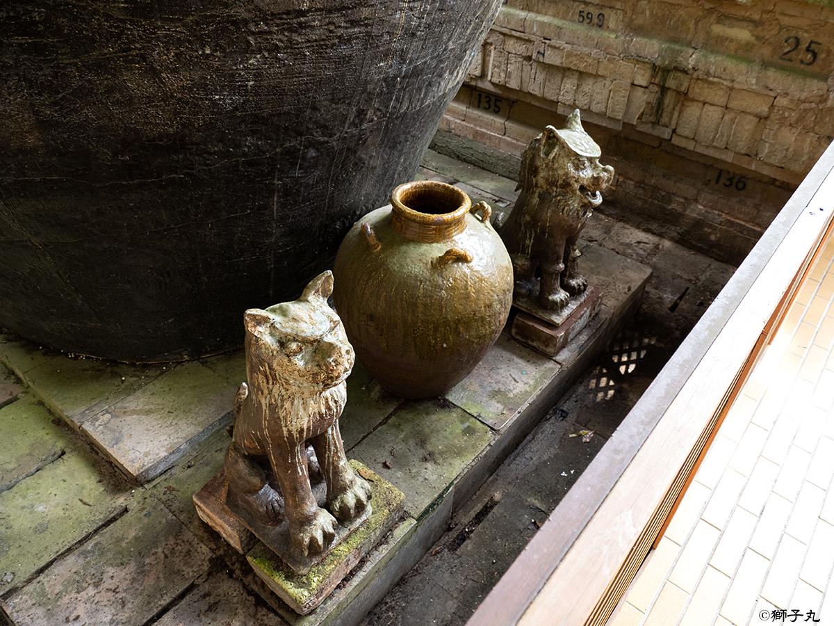 世界一の茶つぼ「豊穣の壺」 狛犬と壺